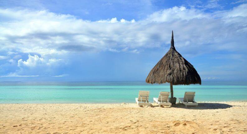 南の島の砂浜海岸
