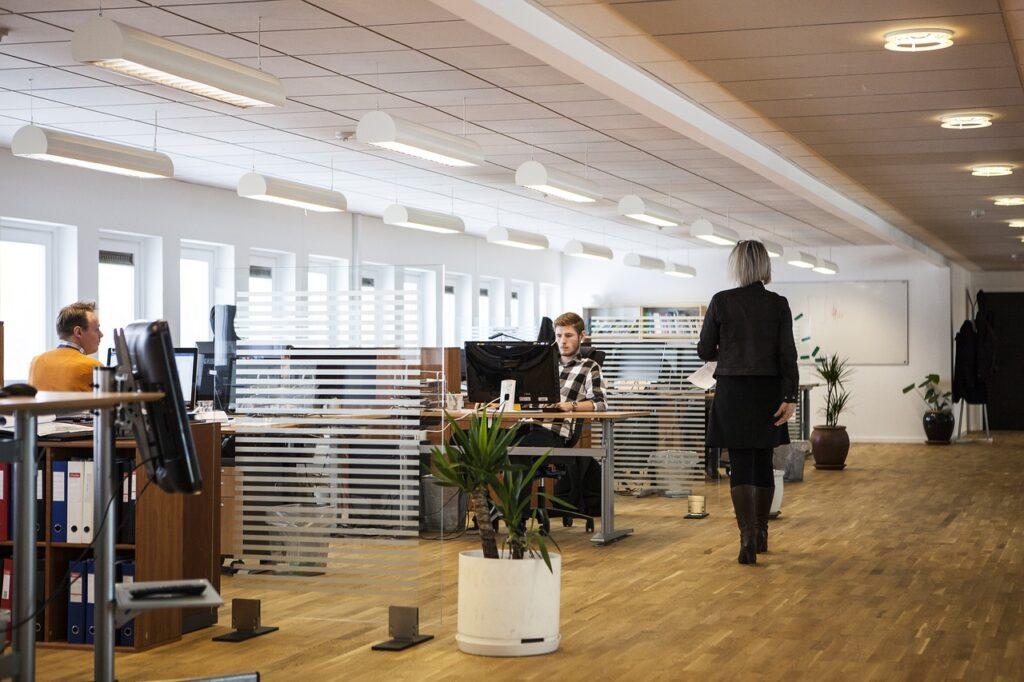 会社の中の風景