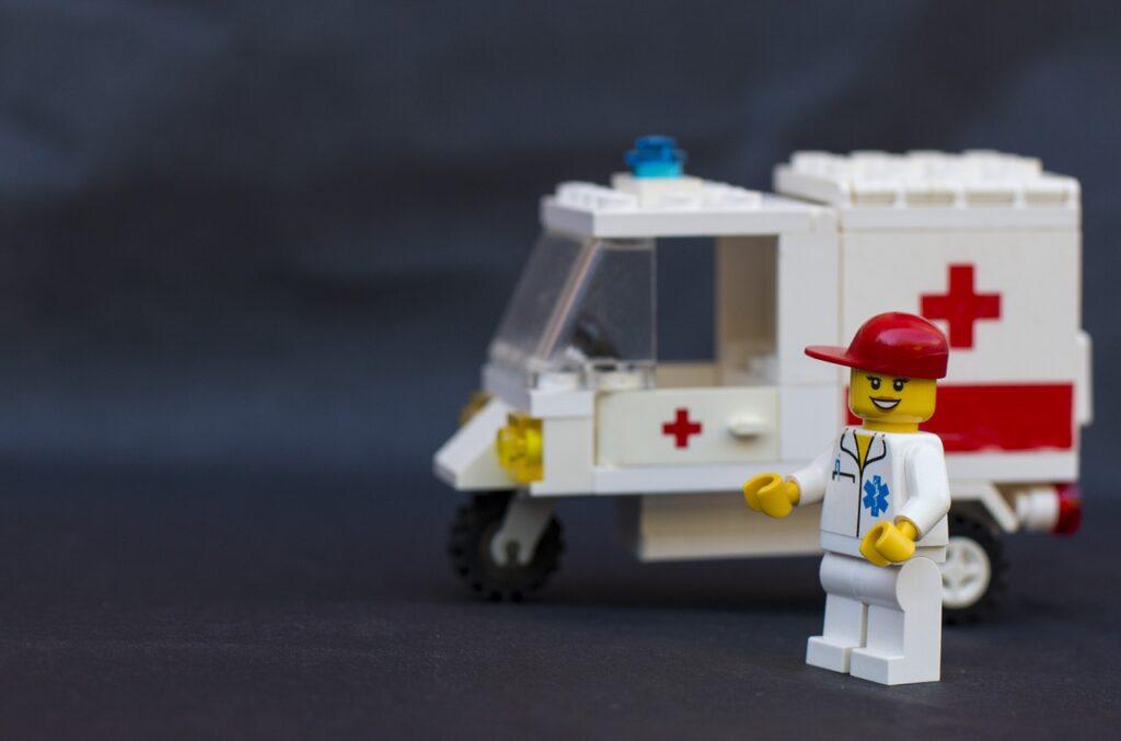 救急車と看護師