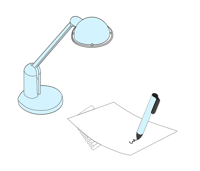 電気スタンドと紙とペン