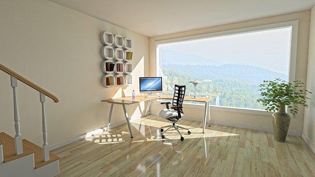 山の見えるシンプルな部屋