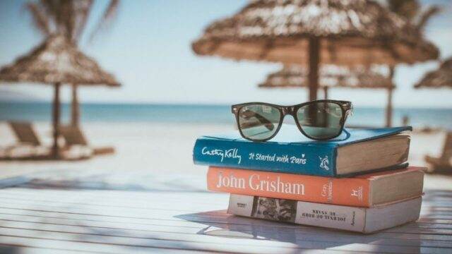 オーディブルは50代からの読書におすすめ!聴く読書なら老眼でもOK
