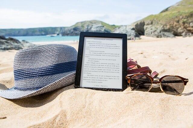 砂浜と電子ブック